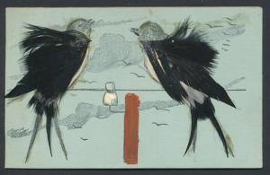 AK Zwei Vögel aus echten Federn auf einer Telegrafenleitung
