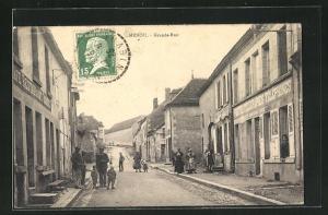 AK Menou, Grande-Rue, Strassenpartie