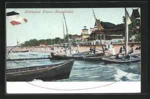 AK Cranz, Strandleben mit Badegästen und Segelbooten, Reichsfahne