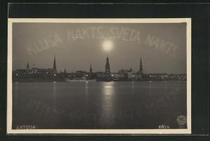 AK Riga, Blick vom Meer auf Stadt mit Kirchtürmen bei Vollmond