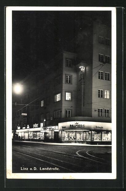 AK Linz a. D., Landstrasse bei Nacht mit erleuchteten Geschäften 0