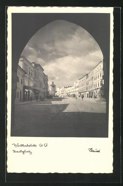 AK Vöcklabruck, Blick auf Hauptplatz durch Tor 0