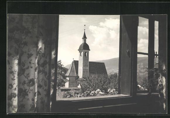 Foto-AK Brixen, Blick durch ein Fenster auf eine Kirche 0