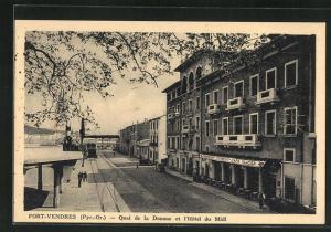 AK Port-Vendres, Quai de la Douane et l`Hotel du Midi