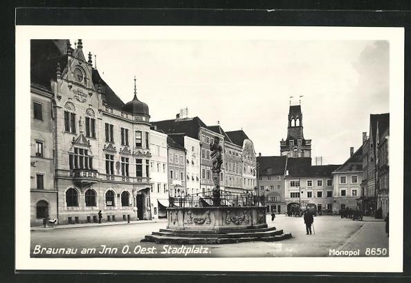 AK Braunau a. Inn, Brunnen auf dem Stadtplatz 0