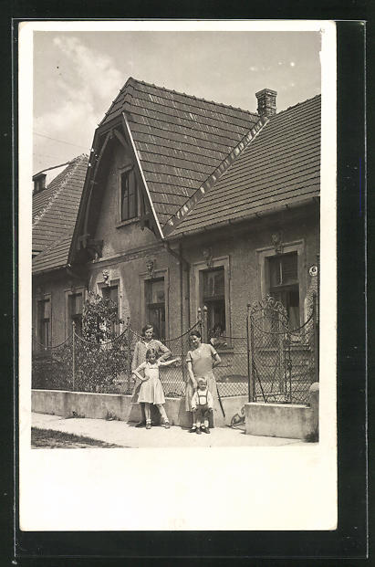 Foto-AK Wien-Siebenhirten, Pfarrgasse 6, Mutter mit ihren 3 Töchtern 0