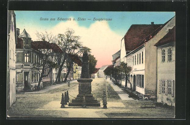 AK Schweinitz / Elster, Hauptstrasse mit Kriegerdenkmal und Gebäudeansicht 0
