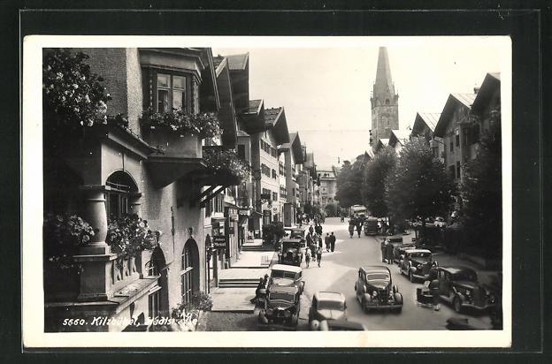 AK Kitzbühel, Stadtstrasse mit Blick zur Kirche 0