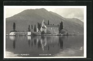 AK Perast, Teilansicht mit Bergen