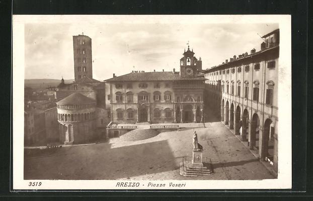 AK Arezzo, Veduta della Piazza Vasari 0
