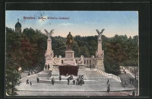 AK Breslau, Passanten besuchen das Kaiser Wilhelm-Denkmal