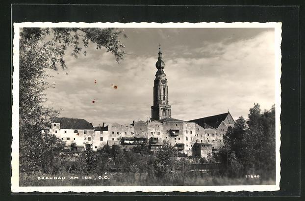 AK Braunau am Inn, Teilansicht mit Kirche 0