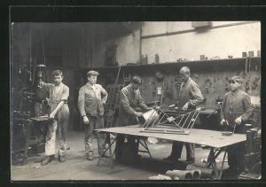 Foto-AK Blechschlosser in Werkstatt