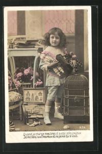 AK Kind spielt mit Blecheisenbahn und Baukasten, Spielzeug