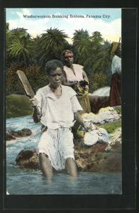 AK Panama City, Washerwoman breaking buttons, Waschfrauen am Fluss