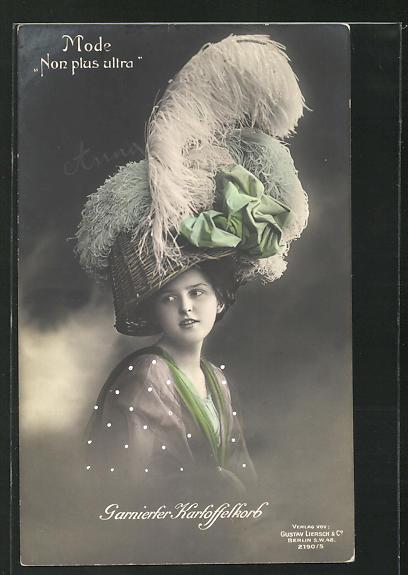 AK Garnierter Kartoffelkorb, Mode Non plus ultra, Dame mit umgedrehtem Korb auf dem Kopf 0