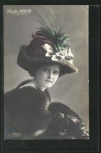 AK Junge Dame mit Pelz und Hut, Mode 1909-10