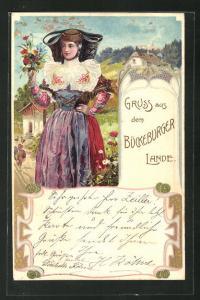 Präge-AK Bückeburger Land, Frau in Tracht von Schaumburg-Lippe mit Blumen