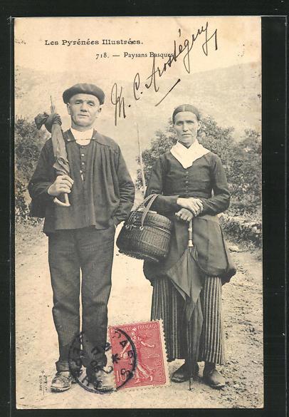 AK Basques, Paysans Basques, Bauernpaar mit Korb und Schirmen 0