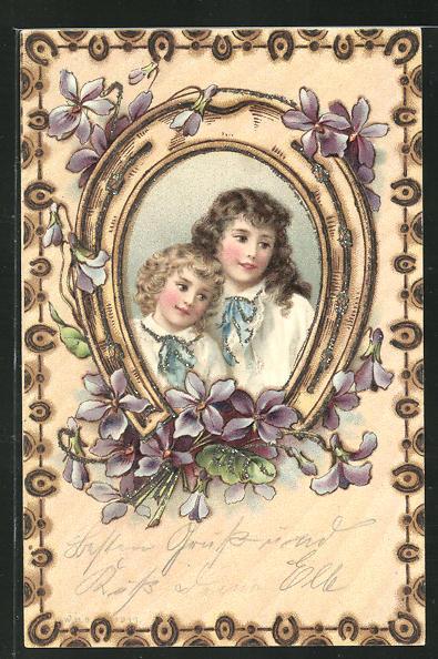 Glitzer-Holzbrand-Imitations-AK Zwei Mädchen in einem Hufeisen mit Blumen 0