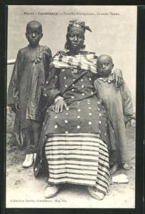 AK Maroc / Casablanca, Famille Senegalaise, Trande Tenue