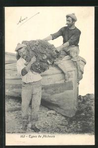 AK Types de Pecheurs, Fischer tragen die Reuse vom Boot