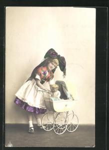 AK Mädchen mit Puppe und Kinderwagen
