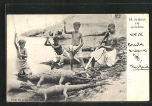 AK Afrikanische junge Jäger jagen Krokodile am Ufer