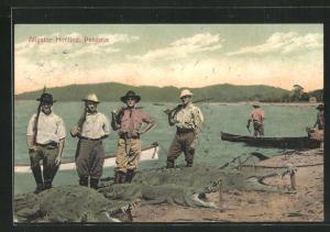 AK Panama, Alligator Hunting, Jäger mit erlegten Krokodilen am Ufer