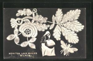 AK Frau bei der Klöppel-Arbeit, geklöppeltes Blumenmuster, Honiton Lace Maker & Lace