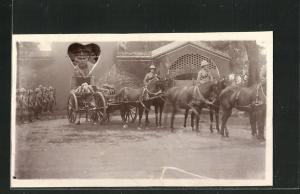 Foto-AK Beisetzung, Sarg auf einem Pferdewagen, Portrait eines Soldaten im Herz
