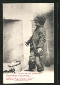 AK Le Noel du Petit Ramoneur, Schornsteinfegerjunge mit Holzschuhen