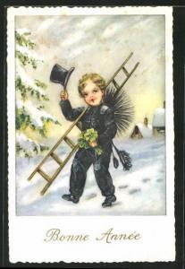 AK Schornsteinfegerjunge mit Besen und Kleeblättern zieht den Hut, Neujahrsgruss