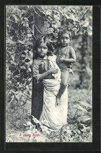 AK Sri Lanka, A young Ayah, Mädchen mit Jungen auf dem Arm