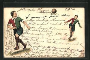 AK Zwei junge Männer spielen Fussball