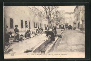 AK Antibes, Lavoir des Casemales, Waschfrauen bei der Arbeit