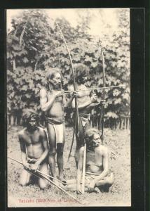 AK Sri Lanka, Veddahs, Einheimische Männer mit Lendenschurz spannen den Langbogen