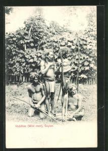 AK Sri Lanka, Veddhas, Einheimische Jäger spannen den Langbogen