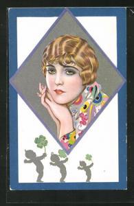 AK Art Deco, Dame mit blonder Kurzhaarfrisur und bunt gemusterter Bluse, Babies mit Kleeblättern