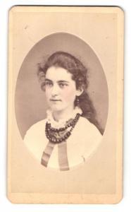 Fotografie J. D. Terhune, Hackensack / NJ, Portrait hübsches Mädchen mit Halskette