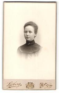 Fotografie Axel Sjöberg, Malmö, Portrait junge Dame mit moderner Frisur