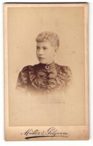 Fotografie Atelier Müller & Pilgram, Magdeburg, Portrait hübsche junge Dame