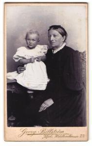 Fotografie Georg Billström, Kiel, Portrait Grossmutter und Enkelkind