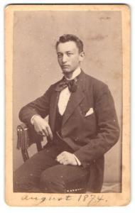 Fotografie D. Eichmann & L. Albrecht, Lübeck, Portrait junger gutbürgerlicher Herr