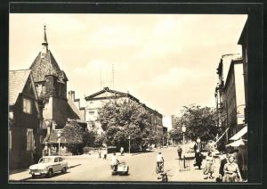 AK Guben, Wilhelm-Pieck-Strasse mit Geschäften