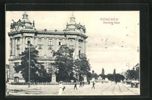 AK München, Lembachplatz, Deutsche Bank mit Denkmal