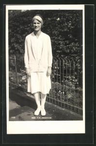 AK Tennisspielerin, Miss P. W. Anderson in Kostüm