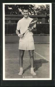 AK Tennisspieler, S. Davidson in Tenniskleidung auf dem Platz