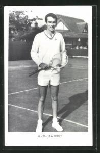 AK Tennisspieler, W. W: Bowrey lächelnd auf dem Tennisplatz