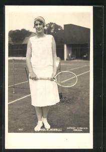 AK Tennisspielerin Miss M. Morrill mit Schläger auf dem Platz
